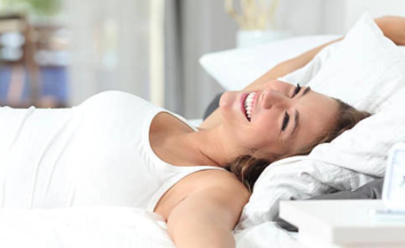 Come dormire se soffriamo di mal di schiena lombare: tutte le posizioni giuste